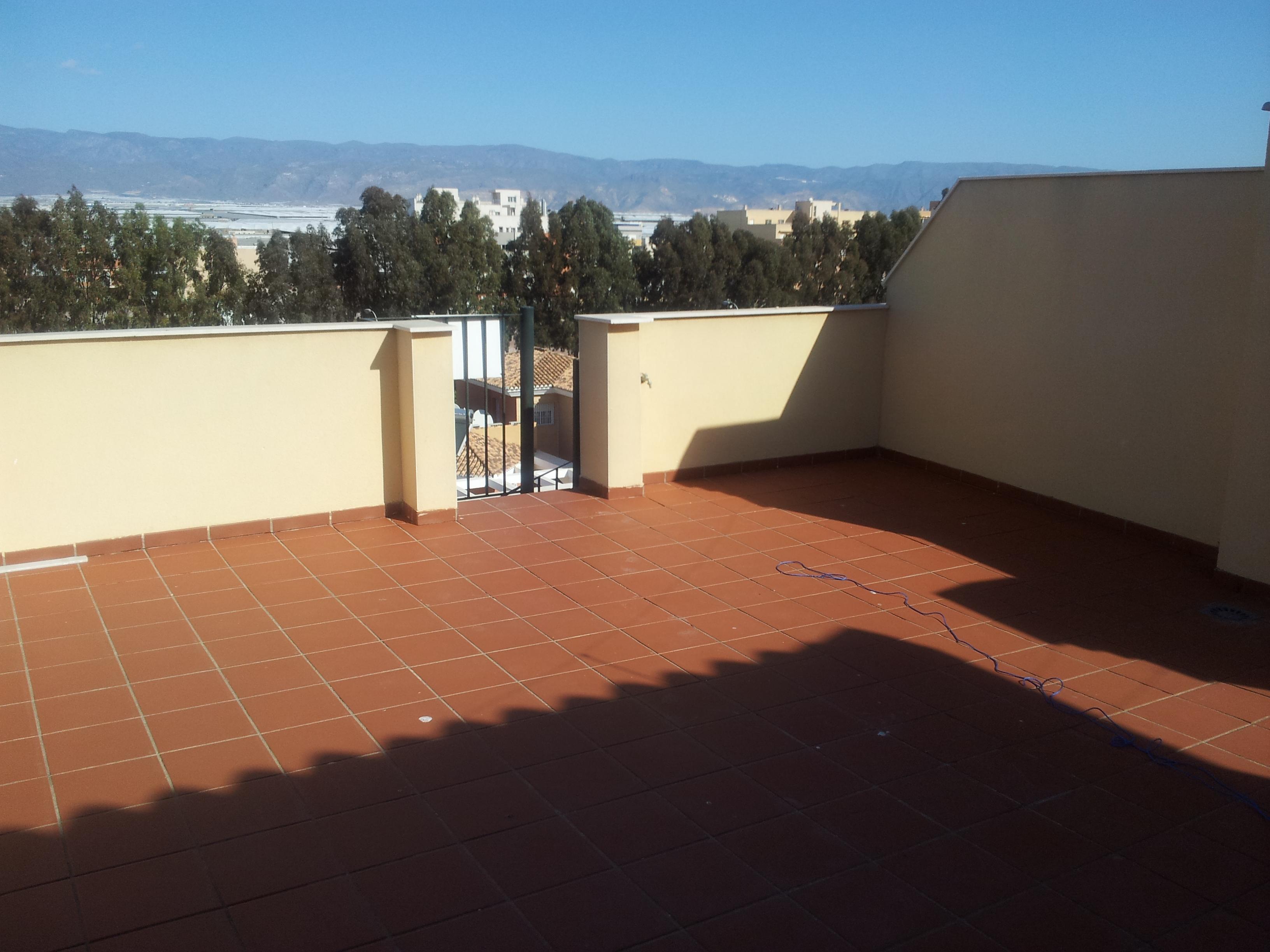 Ref6942 atico en la urba de roquetas con plaza gje for Plaza de garaje almeria