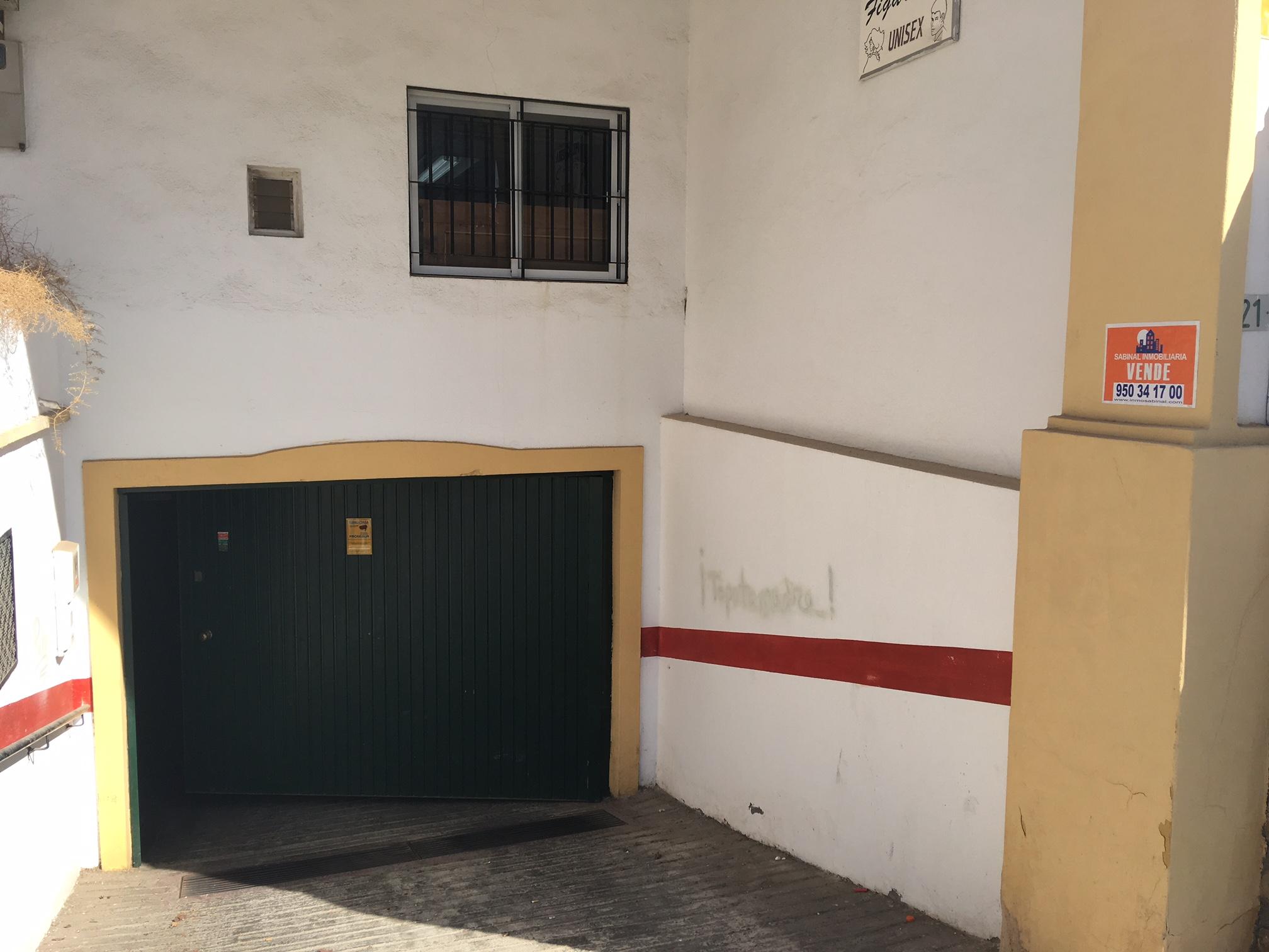Ref7465 plaza de garaje con armarios y anclajes de - Armarios para garaje ...